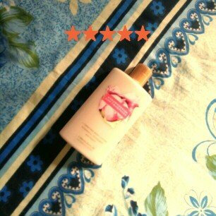 Photo of Victoria's Secret Strawberries And Champagne Body Lotion uploaded by Ana Vitória S.