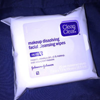 CLEAN & CLEAR® Makeup Dissolving Facial Cleansing Wipes uploaded by Yasmine F.