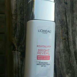 L'Oréal Paris Revitalift Bright Reveal SPF 30 Moisturizer uploaded by Quincey H.