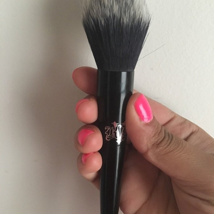 Kat Von D Lock-It Precision Powder Brush uploaded by Beltkiss S.