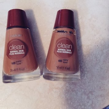 Cover Girl Warm Beige Sensitive Skin Liquid Make Up uploaded by Amairany L.