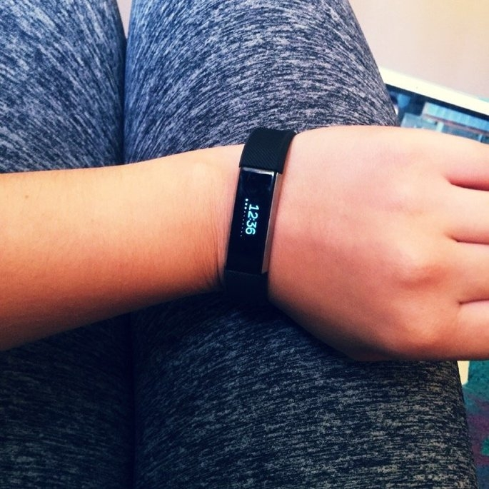 Fitbit 'Alta' Wireless Fitness Tracker, Size Small - Black uploaded by Toni R.