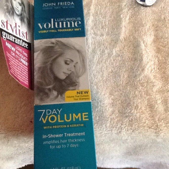 John Frieda® Luxurious Volume 7 Day Volume In-Shower Treatment uploaded by Rita F.