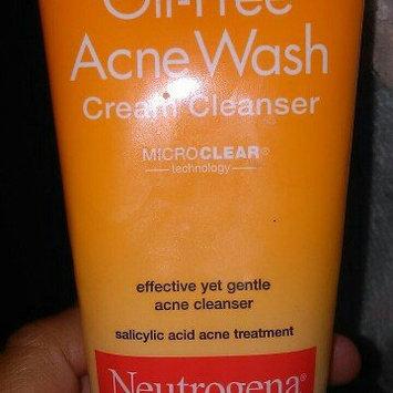 Neutrogena Oil-Free Cream Cleanser Salicylic Acid Acne Treatment uploaded by sophia l.