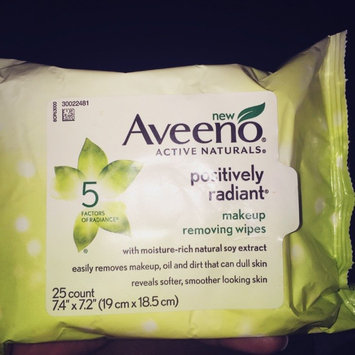 Photo of Aveeno® Active Naturals Positively Radiant Makeup Removing Wipes uploaded by Nathalie C.