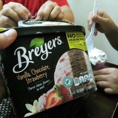 Breyers Vanilla, Chocolate, Strawberry Ice Cream 48 oz uploaded by Lidia Z.