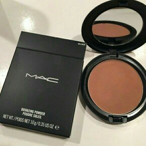 Photo of Mac Bronzing Powder uploaded by Layla A.