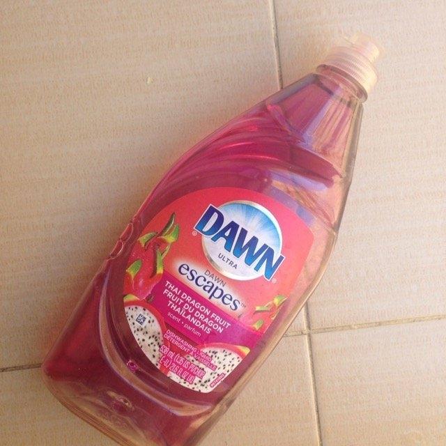 Dawn Escapes Dishwashing Liquid Thai Dragon Fruit uploaded by Yudelka P.