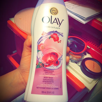 Photo of Olay Luscious Embrace Cleansing Body Wash uploaded by mirella d.