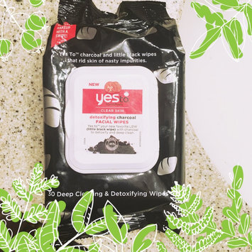 Yes to Tomatoes Clear Skin Detoxifying Charcoal Facial Wipes uploaded by Wacey F.