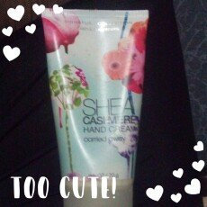 Photo of Bath & Body Works Signature Collection Carried Away Shea Cashmere Hand Cream uploaded by Analleli L.