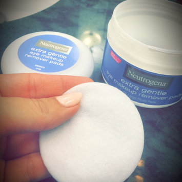 Photo of Neutrogena® Extra Gentle Eye Makeup Remover Pads uploaded by Cindy L.