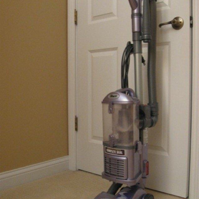 Shark Navigator Lift-Away Deluxe Professional Bagless Vacuum uploaded by Allison H.
