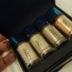 M·A·C Pigment & Glitter Kit in Gold, Irresistibly Charming Collection uploaded by Katty B.
