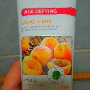 Petal Fresh Botanicals Facial Scrub uploaded by Fernanda T.