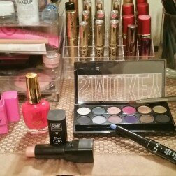 Photo of CITY COLOR Barely Exposed Eye Shadow Palette Day/Night uploaded by sara t.
