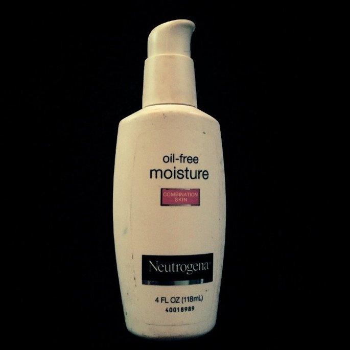 Neutrogena Oil-Free Moisture Facial Moisturizer SPF 35 uploaded by Jade H.