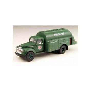 Classic Metal Works 221-30302 HO 1941-1946 Chevrolet Tank Truck - Assembled - Mini Metals(R) - .