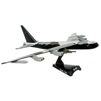 Daron Worldwide Trading B-52 Stratofortress Vehicle (1:300 Scale) DWTV5316