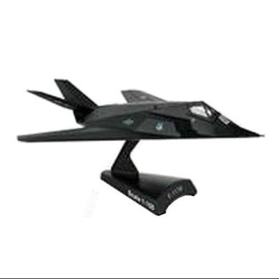 Daron Worldwide Trading F-117 Nighthawk 1:50 Vehicle DWTV5312