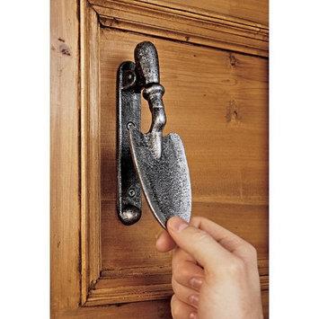 Design Toscano Gardening Spade Door Knocker