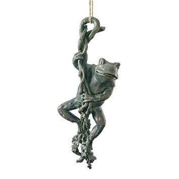 Design Toscano The Daring, Dangling Frog Statue