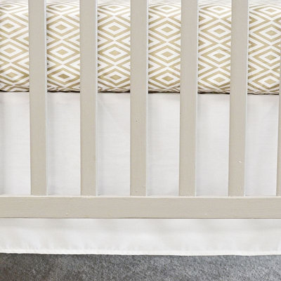 Oliver B Flat Panel Crib Skirt (White)