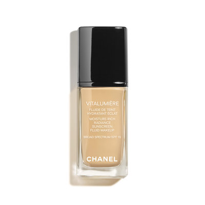 CHANEL Vitalumière Moisture-Rich Radiance Sunscreen Fluid Makeup Broad Spectrum SPF 15