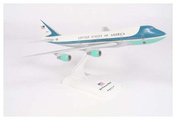 Daron Worldwide Trading Sky Marks Current Air Force One VC25 (747-200) Snap Fit Model
