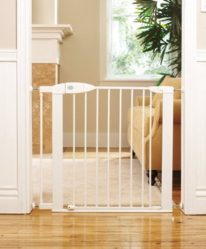 Munchkin Safe Step Baby Gate with TripGuard - White White