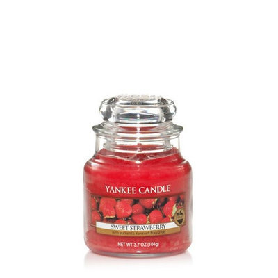 Yankee Candle Small sweet strawberry housewarmer candle