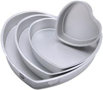 Wilton 4-Piece Decorator Preferred Heart Cake Pan Set