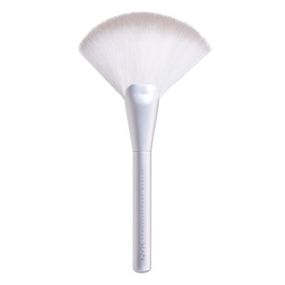 NYX  Holographic Halo Sweeping Highlighting Brush
