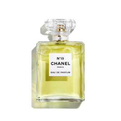 CHANEL N°19 Eau De Parfum Spray