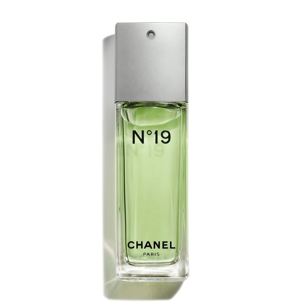CHANEL N°19 Eau De Toilette Spray
