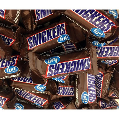 Snickers Fun Size Chocolate Caramel Candy Bars, Treat Size Bulk Pack (Pack of 2 Pounds)