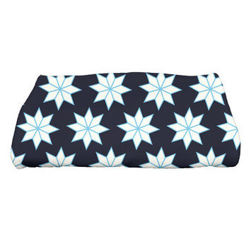 Mercury Row Holiday Wishes Christmas Stars Bath Towel Color: Blue/White/Light Blue