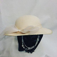 Generic secondary_idle,_an_elegant_wide_hat.