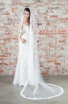 Veil Trends J-Picone Carnation Bridal Veil, Size One Size - Ivory