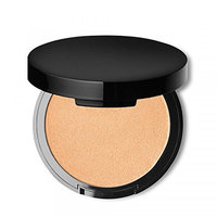 Glow with this Powder Highlighter in the deepest Shade 03 gives a natural radiance to the skin