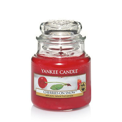Yankee Candle: Cherries on Snow Scented Small Jar