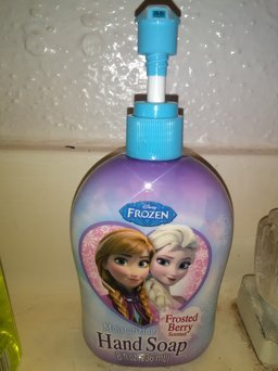 Softsoap Kids Frozen Hand Soap 8.5 fl oz uploaded by Ricketta B.