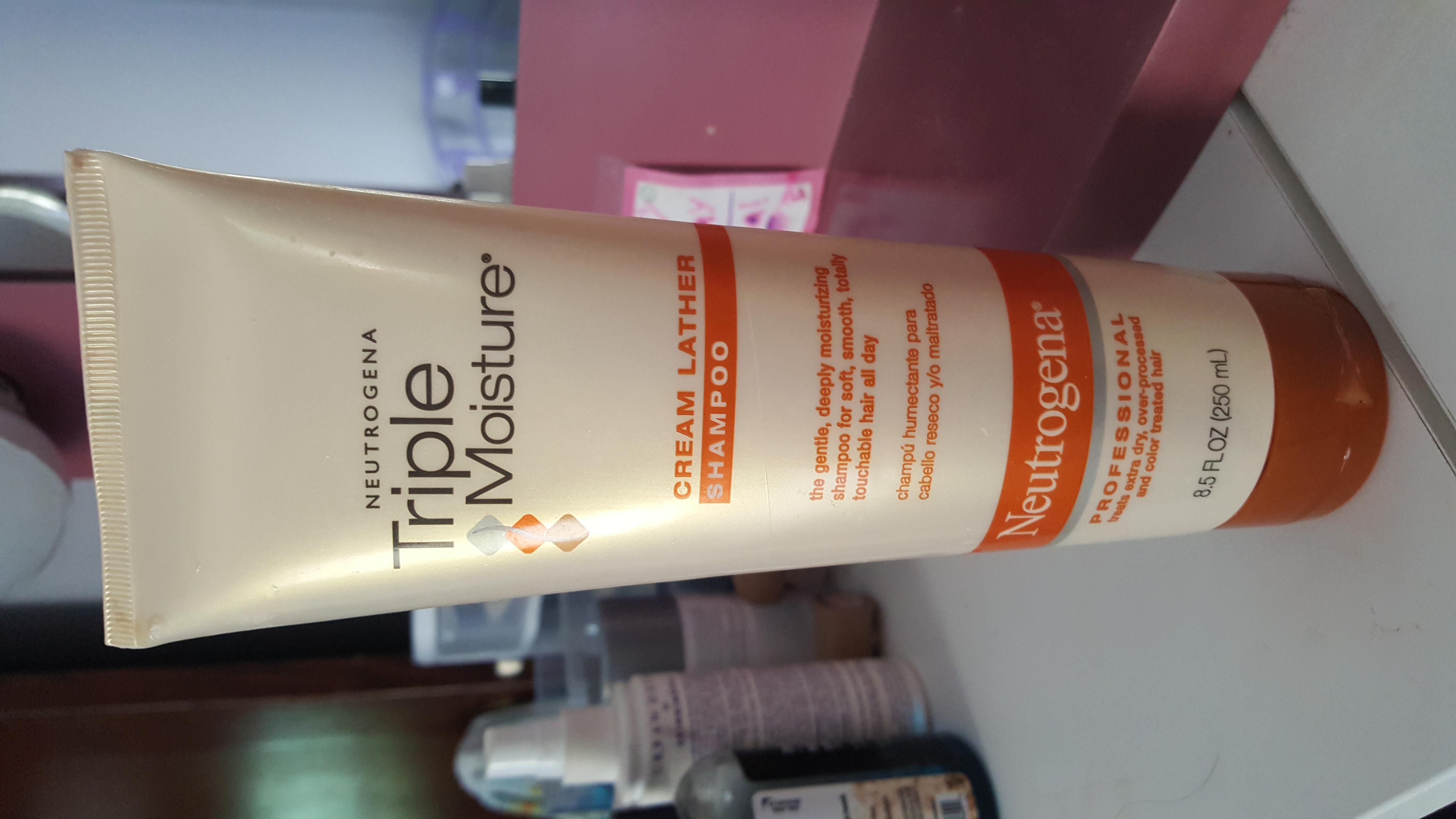 Photo of Neutrogena® Triple Moisture Cream Lather Shampoo uploaded by Laura G.