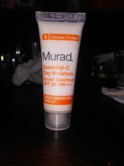 Murad Environmental Shield Essential-C Day Moisture uploaded by ESTEPHANIE c.
