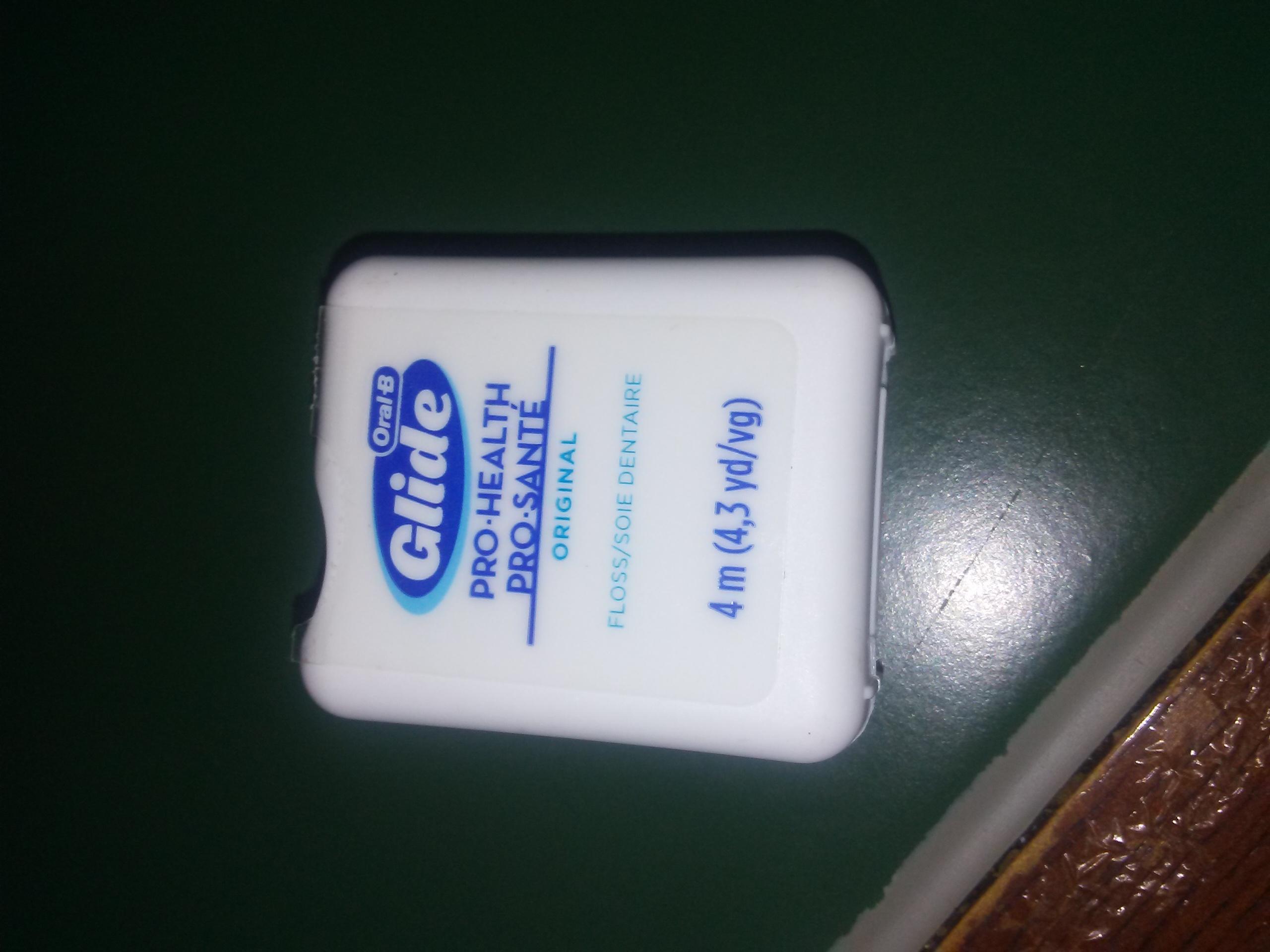 Oral-B Glide Floss Whitening + Scope uploaded by stephanie w.