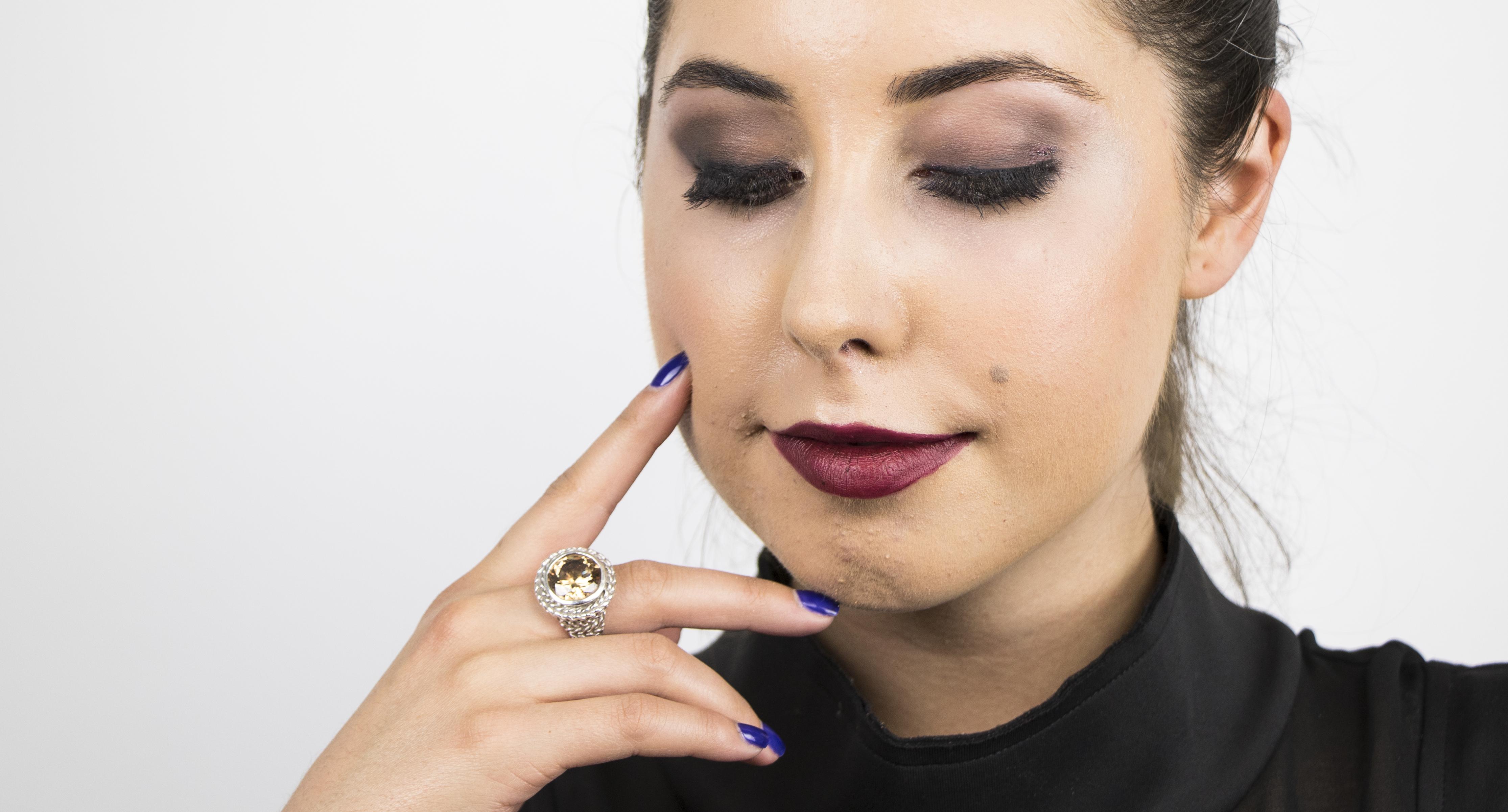 smokey eye halloween makeup flapper girl