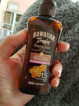 Hawaiian Tropic Protective Dry Oil Sunscreen uploaded by Shanza R.
