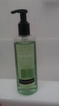 Neutrogena Rainbath® Renewing Shower and Bath Gel - Pear & Green Tea uploaded by jessica f.