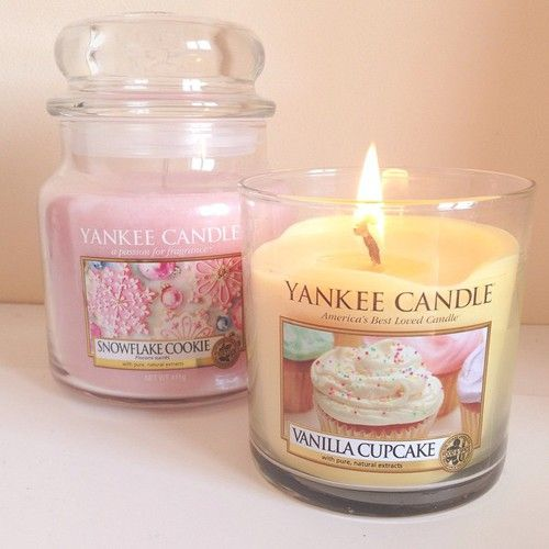 Yankee Candle Vanilla Cupcake Large Jar 22oz Candle [One] [{