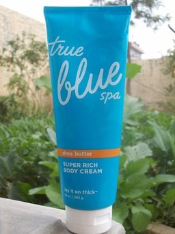 Photo of Bath Body Works Bath and Body Works True Blue Shea Butter Super Rich Body Cream 10 Oz uploaded by Nynke K.